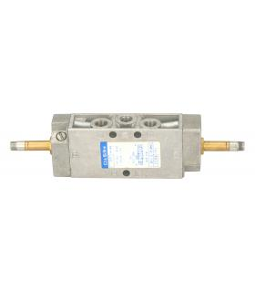 DRIVERS GLOVES NATURAL COLOR VACUNO FLOWER WITH BRAND TRIM 788-LG - Image 1